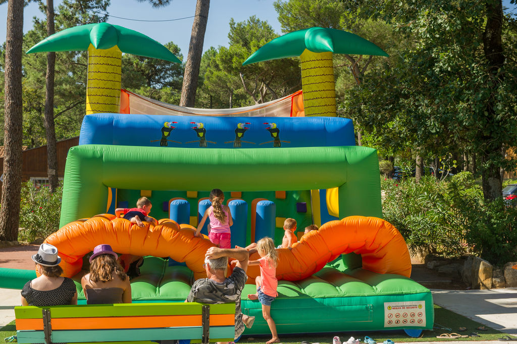 Les Fumades, Camping Languedoc Roussillon - 30500 - Capfun